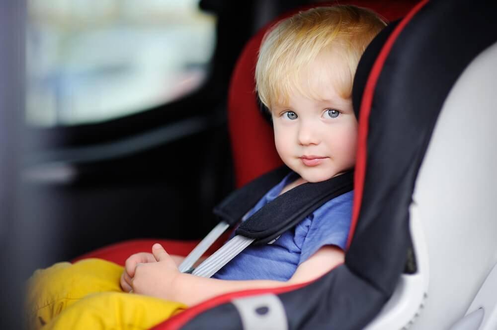 Картинки по запросу ребенок в машине фото