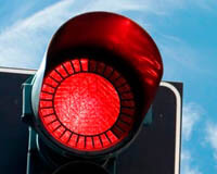 Сигналы светофора равно регулировщика