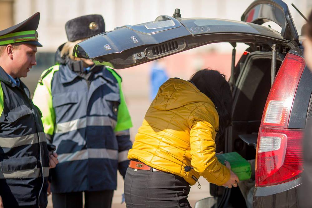 Перевозка новорожденного в автомобиле из роддома