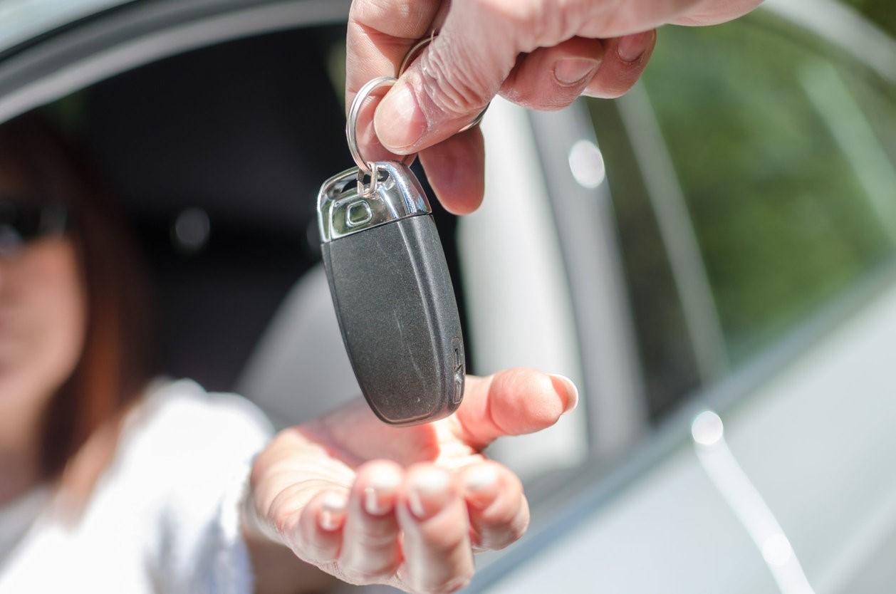 Как оформить договор дарения авто